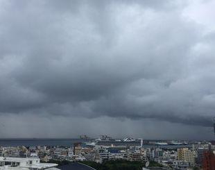 急に大雨が降ったり、やんだりで落ち着かない1日でした。あすの天気も荒れ模様の予報です。