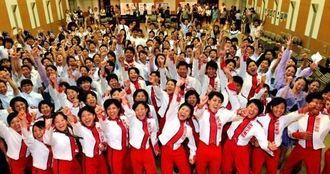高文祭本番に向け、気合を入れる高校生=14日、県庁講堂(伊藤桃子撮影)