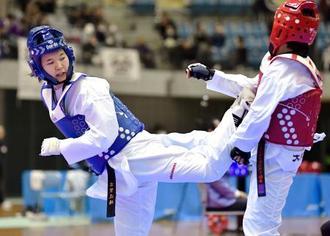 女子62キロ級で優勝した浜田真由(左)=千葉ポートアリーナ
