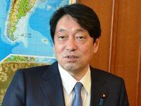 基地、振興、人材育成…沖縄政策のかじ取りは? 大臣に聞く
