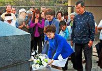 松島トモ子さん、1945年生仲間と戦没者の冥福祈る<br />