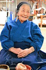 「100歳になっても自分にとっていつわりのない仕事を続けたい」と話す平良敏子さん=13日、大宜味村喜如嘉・芭蕉布会館(又吉嘉例撮影)