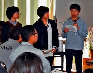 アイデア満載の商品企画を発表する県立芸大の学生=2日、道の駅ゆいゆい国頭