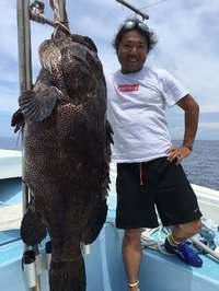 釣りもプロ級!? プロゴルファー・片山晋呉さん、52キロの大物釣り上げ 船長もビックリ「初めてみた」