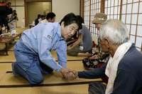 自民総裁選:西日本豪雨、戦略に影響 「表明」時期で神経戦も