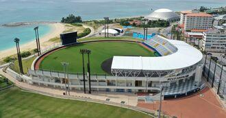 (資料写真)名護市営球場(タピックスタジアム名護)の外観空撮=2020年3月6日、名護市宮里(小型無人機で撮影)