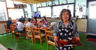 「本島南部から食べに来る客も増えています」と話す大嶺廣美さん=15日、国頭村辺土名の「国頭港食堂」