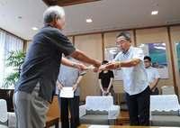 富川・沖縄副知事がオスプレイの飛行中止を申し入れ 「日米安保揺らぎかねない」