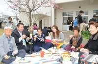 家族が弁当で激励、宮古島の風物詩 沖縄の県立高校入試始まる