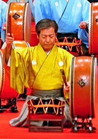 人間国宝認定へ 比嘉聰「太鼓の進化、探求して打つ」 組踊では、立方に合わせて打つを信条に