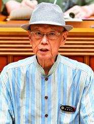県議会代表質問で答弁する翁長雄志知事=6月19日午前