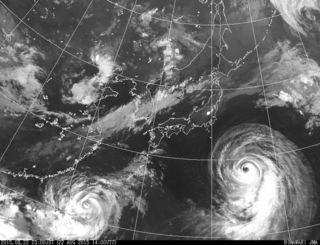 22日午後11時現在の衛星画像(気象庁HPより)