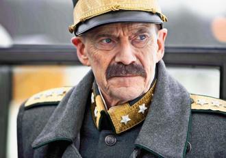 「ヒトラーに屈しなかった国王」の一場面