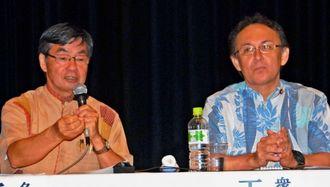 訪米報告で米側の反応などを語った稲嶺進名護市長(左)、玉城デニー衆議院議員=4日、名護市民会館