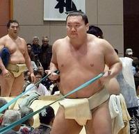 大相撲春巡業、白鵬が復帰 四股などで汗、稀勢は好感触
