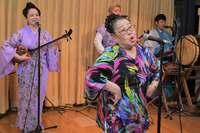 まだ続けたい 沖縄「喜劇の女王」の舞台、仲田幸子芸能館が閉店へ