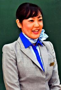 憧れのCAに瞳キラリ 沖縄市・宮里中で職業講話会