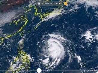 台風17号(24日午前10時、ひまわり8号リアルタイムWebから)