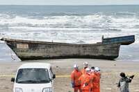 相次ぐ漂着船、撤去に悲鳴 日本海沿岸の自治体「予算足りない」