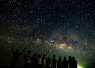 石垣島の夜空を彩る満天の星=2015年6月16日、石垣市宮良(星空ツーリズム提供)