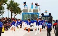 ミッキーと海開き! 豊見城・美らSUNビーチに3万人