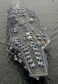 米空母3隻目が西太平洋へ ニミッツ、北朝鮮けん制