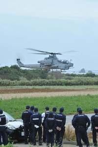 沖縄・伊計島に不時着した米軍ヘリが離陸