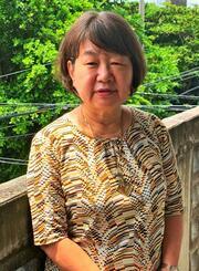 ことしから語り部活動を始めた謝花奈津子さん。対馬丸で亡くなった哲一さんの母校天妃小近くに住む=15日、那覇市久米
