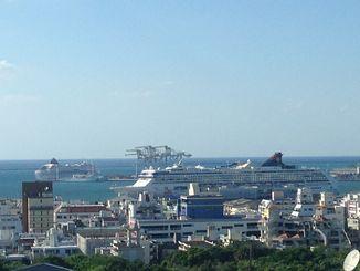 大型クルーズ船が2隻寄港していました