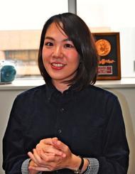 「若い世代とラジオを通して一緒にしまくとぅばを学びたい」と話す仲村美涼さん=5日、琉球放送
