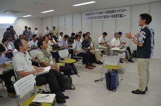 実証実験への参加を呼び掛ける「沖縄全島フリーWi-Fi共同実証実験推進協議会」の島田勝也幹事(右端)=27日、那覇市のなは市民協働プラザ