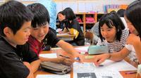 「慰霊の日」報道 全国紙との差に驚き 沖縄の児童が読み比べ