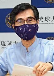 ウェブオープンキャンパス開設を発表する琉球大学の西田睦学長=24日、西原町・琉球大学