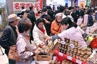 生産量日本一の車エビ、紅芋スイーツ、泡盛…自慢の産品並ぶ 久米島フェア開幕