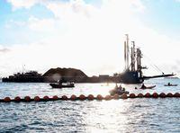 [十票十色 2・24県民投票](2)/■海上■/「私は沖縄」自覚芽生え/抗議・企業 本土から/(30面に続く)