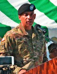 在沖陸軍司令官 ホワイト氏就任/第10地域支援群
