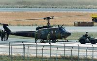 陸自UH1ヘリ米子に緊急着陸/民間機2便欠航