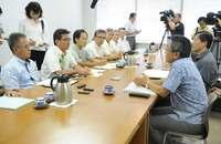 米軍F15墜落:沖縄県議会が外務省大使、防衛局長を呼び抗議 「真摯に受け止めて」