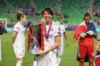 サッカー女子、リヨン欧州4連覇 国内合わせ「3冠」