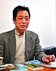 「沖縄への修学旅行が広がりを見せてうれしい」と話す山本邦彦さん=沖縄タイムス東京支社