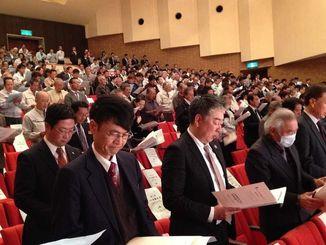 「第21回JA沖縄大会」に参加する組合員ら=28日、豊見城市立中央公民館