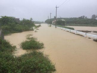 記録的な大雨で増水した河川=7月5日、宮古島市城辺比嘉