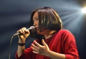 透き通った歌声でグランプリを獲得した安次嶺希和子さん=11日、東京都江東区・Zeepダイバーシティ東京