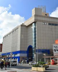 国際通りに「食のマーケット」 12月開店 外国人客の胃袋狙う