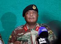 ムガベ大統領の辞任協議前進か ジンバブエ軍司令官会見