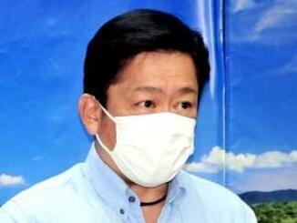 新型コロナウイルスの感染拡大について注意喚起する中山義隆石垣市長=31日、石垣市役所