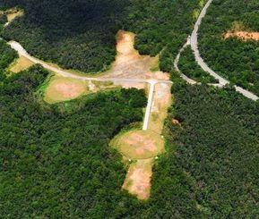 東村高江の米軍北部訓練場内に建設されたヘリパッド=7月2日