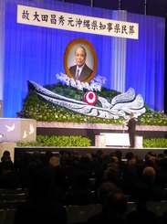 故大田昌秀元沖縄県知事の県民葬=26日午後2時10分ころ、沖縄県宜野湾市の沖縄コンベンションセンター