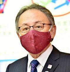 県民に対し、感染防止へのさらなる協力を求める玉城デニー知事=14日午後、県庁(代表撮影)