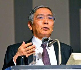 3日、マイナス金利について説明する日銀の黒田東彦総裁=東京都内のホテル